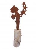 Engel mit Sternen rost auf Baumstamm 27x11cm 1Stk