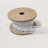 Spitzenband weiß auf Holzspule  2m