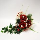 Strauß Herzmanschette mit roten Rosen und Perlen